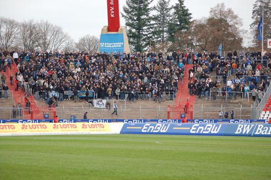 Waldhof-Fans bei einem Auswärtsspiel beim badischen Rivalen KSC II – Sprecherkabine-Archiv